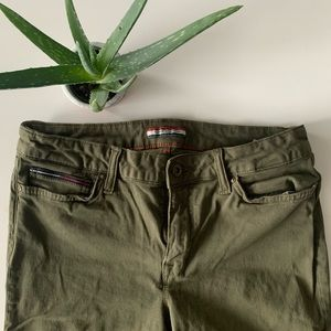 Tommy Hilfiger cargo green skinny legged pants
